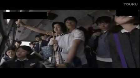 日本男子公交车上专门站到女生后面进行猥琐