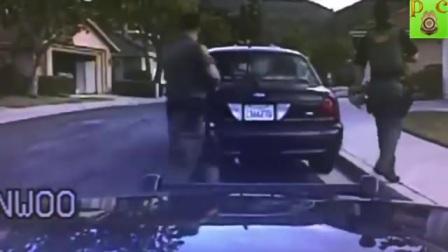 美国警察开枪实录__5