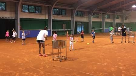 【6岁】6-6哈哈在红土网球场训练,自娱自乐转圈IMG_3246