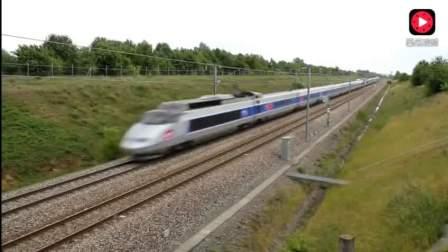 高铁和动车经过时,场面太壮观了