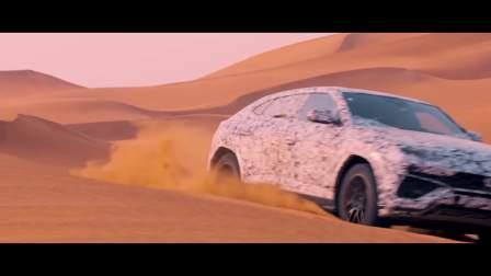 观看首部超级 SUV 驰骋于沙漠之中