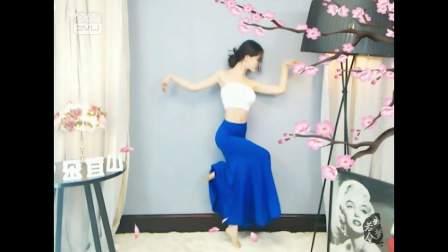 民族舞《彩云之南》这个美女叫什么?真的是太美了,好想娶回家!