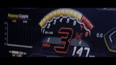 观看Urus在赛道上释放超级跑车的惊人行驶性能