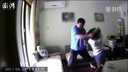 上海一35岁女子装探头拍下前夫施暴过程