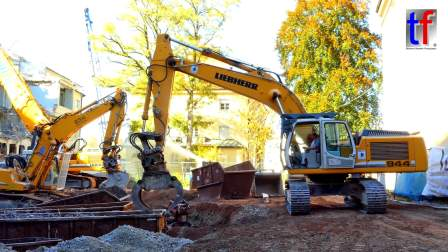 利勃海尔挖掘机工作
