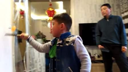 【6岁半】12-29哈哈跟爷爷学习乒乓球颠球技巧video_141630