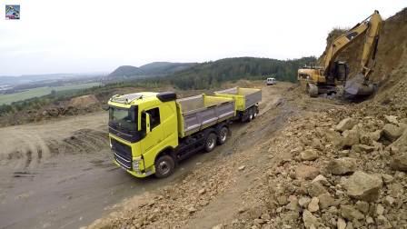 卡特329D挖掘机装车