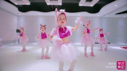 少儿舞蹈《小老鼠》单色舞蹈,少儿中国舞学员展示舞蹈视频