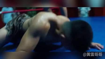 格斗比赛肌肉男惨被暴打