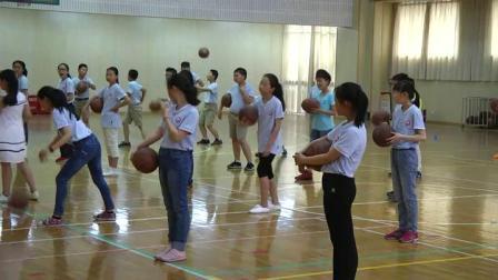 《籃球原地運球》優質課(科學版四年級體育,包立僑)