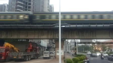 DF4B 2523牵引K232次列车快速通过