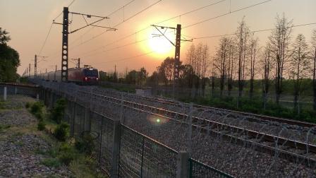 Z282次通过沪昆线沪杭段K146KM处师古桥 HXD3D0496