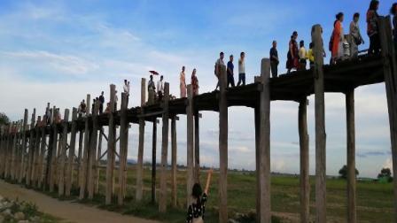 缅甸乌本桥上游