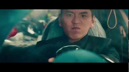 《素人特工》片段:高尔夫变铲车疯狂推进 简直就是大型汽车破坏现场