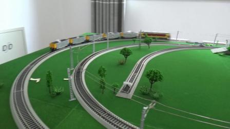 东风4DK内燃机车牵引5节C80敞车在环形铁路运行