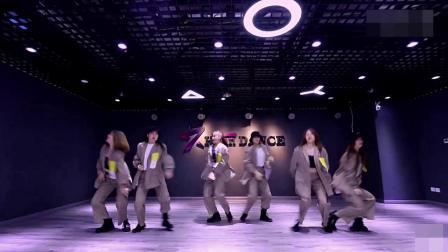 年会舞蹈串烧 2019抖音最火热门歌曲音乐创意节目视频 快手短视频公司企业网红舞