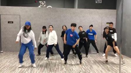 """广西南宁2019""""舞魅娘""""陈东校区-urban dance(都市街舞)课:…编舞(集体展示部分)1575732826854"""