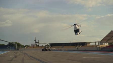 同场竞技!空客ACH160直升机 VS 雷诺F1赛车