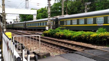 2020年9月19日,K932次(广州东站-襄阳站)本务中国铁路武汉局集团有限公司广铁长段SS8-0224搭载25G车底,广州站通过
