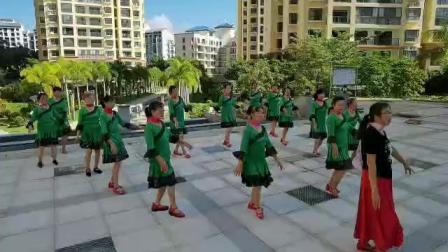 对着月亮说声我爱你 辅导老师 张顺梅  海南省五指山市候鸟花园老年舞蹈队排练
