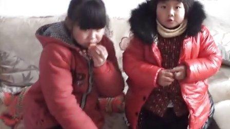 【拍客末日视频日记】21日12:22小姐妹放学回家看电视