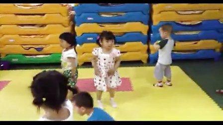 幼儿园草地舞