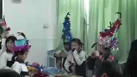 小学四年级美术优质课展示上册《服装头饰创作》岭南版郑老师