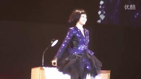 刘若英《为爱痴狂》脱掉高跟鞋 2011世界巡回演唱会 扬州站