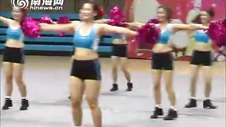 海南省万宁市奇迹健身舞蹈队花球健身操《舞动青春》