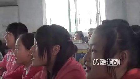 """【拍客】2012达沃斯--农村师生谢母恩宣誓""""我爱你妈妈"""""""