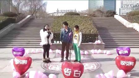 帅男gay在中关村广场激情示爱