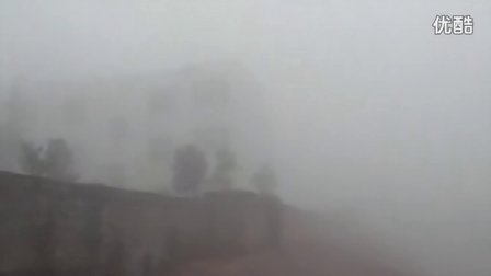 【拍客】浓雾侵袭亦真亦幻能见度不足20米