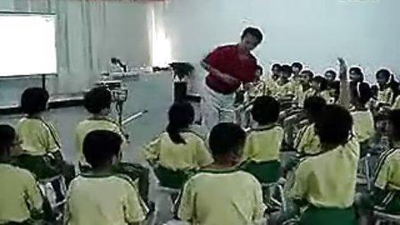 小学四年级音乐电子白板优秀课例《我们的学校亚克西》郑老师