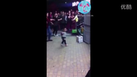 【表蛋疼】谁说大妈才跳广场舞,这才是真正的舞王啊