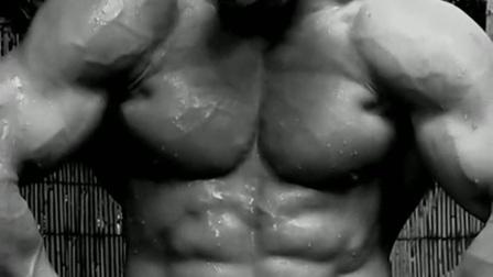 健美写真 - 肌肉大叔秀肌肉后沐浴(黑白电视效果)