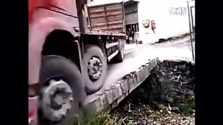 4段弃车保命视频,迟钝1秒,必死无疑