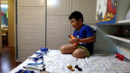 【6岁】8-20哈哈跟爸爸玩飞机场游戏,自己做纸扇.mp4