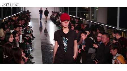 #JSTYLE独家视频#安十一大秀亮相时装周,超模萌娃演绎童真时尚
