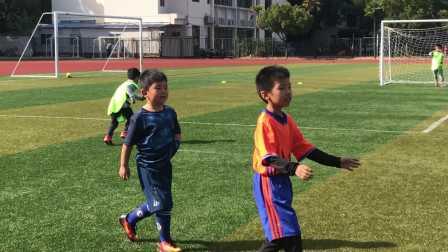【6岁】11-3哈哈跟小朋友进行足球分组4vs4对抗比赛IMG_4598