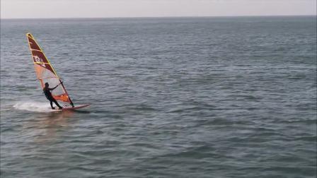 43.在青岛浮山湾航拍帆板