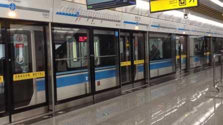 重庆地铁5号线青岛四方列车幸福广场站进站-509号车