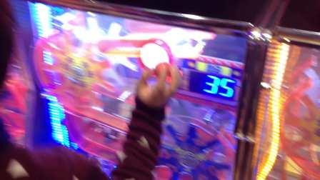 【6岁半】12-18哈哈在怡丰城游乐场玩小球转转游戏机IMG_9389