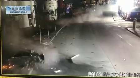 监控实拍:街头这一幕太恐怖...