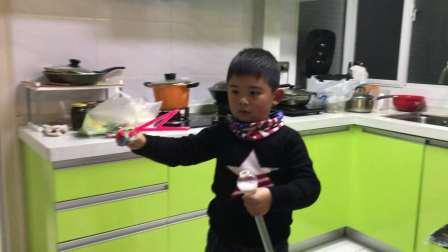 【6岁半】1-31哈哈玩爸爸买的泡泡剑玩具IMG_5162