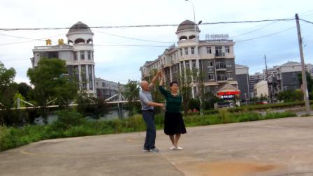 葛店镇武城村广场双人舞走进新时代