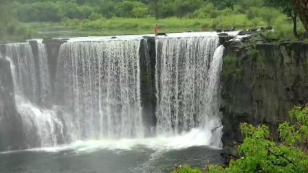 牡丹江镜泊湖瀑布-悬崖跳水第一人《狄焕然》精彩表演