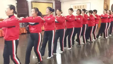 莒南体育馆广场舞《一晃就老了》