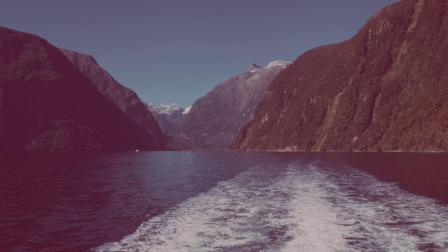 米尔福德之光号豪华游船,在美景中享受