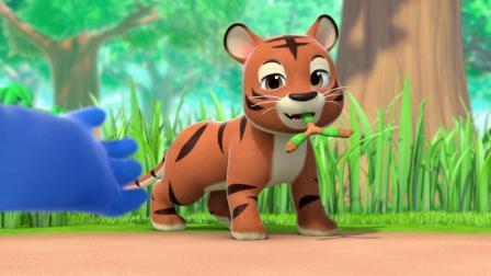 飞镖被卡在草丛里拔不出来,原来是小老虎叼着它磨牙