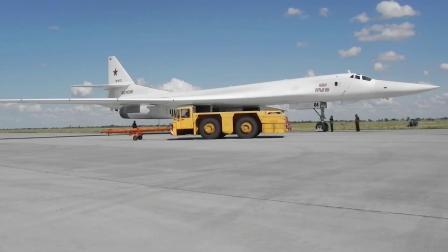 俄空天军两架Tu-160战略轰炸机于波罗的海中立水域上空完成巡航任务